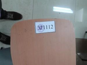 Lokasinya di Gedung BPS Provinsi, di Bandung. Ruangannya enak kok. Tuh, sepatu saya ikut nampang.