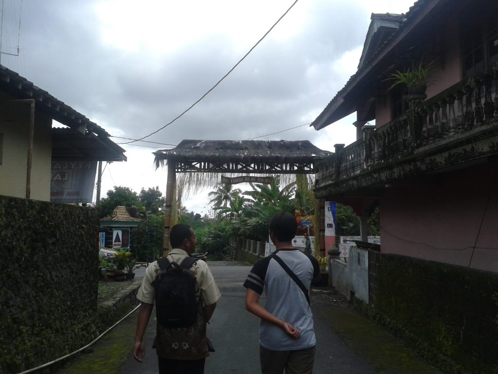 Gapura kampung Tlatar Kandangan.