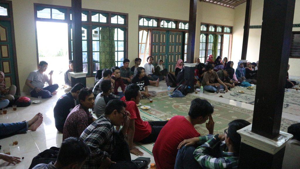 Bincang-bincang dengan pihak perwakilan kampung dan pelopor eco-tourism di Tlattar Kandangan.